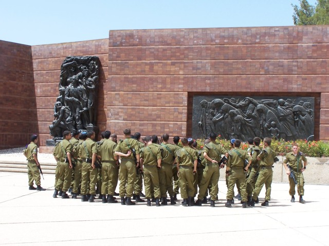 Holocaust Muesum - Israelli soldiers,  considering the way it was.