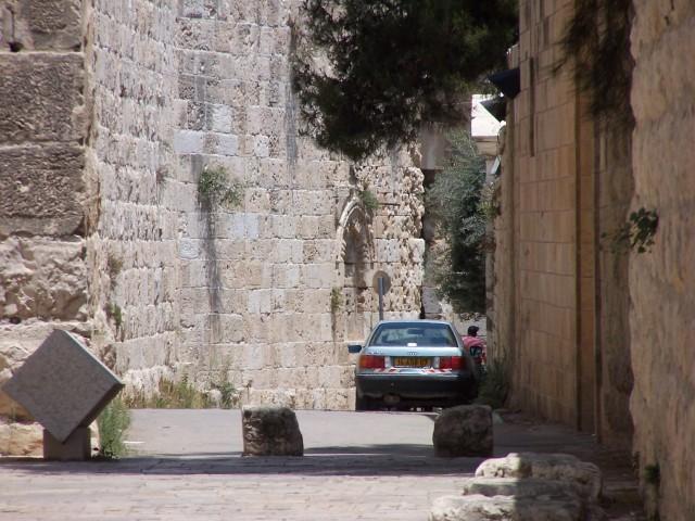 Jeruslaem, path along city wall to Zion Gate near JUC